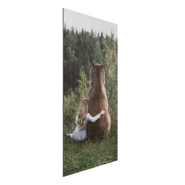 Produktfoto Aluminium Print gebürstet - Mädchen mit Braunbär - Hochformat 2:1