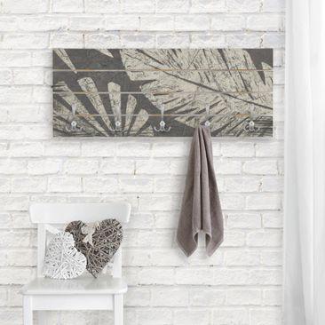 Produktfoto Wandgarderobe Holz - Palmenblätter vor Dunkelgrau - Haken chrom Querformat
