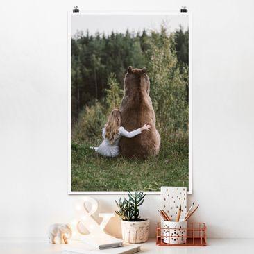 Produktfoto Poster - Mädchen mit Braunbär - Hochformat 3-2 Material matt Artikelnummer 249841-CU