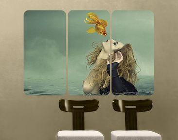 Produktfoto Selbstklebendes Wandbild Kuss eines Goldfisches Triptychon I