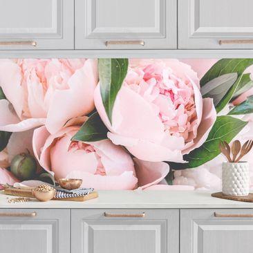 Produktfoto Küchenrückwand - Rosa Pfingstrosen mit Blättern vergrößerte Ansicht in Wohnambiente Artikelnummer 255262-XWA