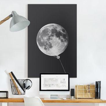 Produktfoto Leinwandbild - Jonas Loose - Luftballon mit Mond - Hochformat 3-2 vergrößerte Ansicht in Wohnambiente Artikelnummer 255347-XWA
