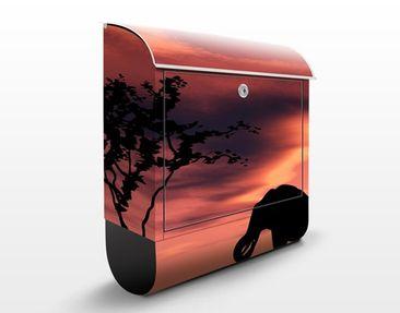 Produktfoto Briefkasten mit Zeitungsfach - African Elephant Family - Hausbriefkasten Rot