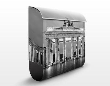 Produktfoto Briefkasten mit Zeitungsfach - Berlin Erleuchtetes Brandenburger Tor II - Wandbriefkasten Grau