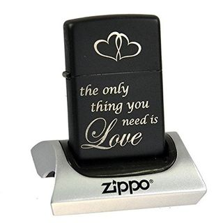 Zippo schwarz matt graviert - the only thing you need is love