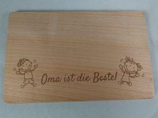 Schneidebrett aus Holz mit lustigem Motiv für Oma/Opa/Mama/Papa – Bild 3