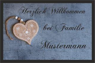 Individuell bedruckte Fußmatte - Holzherz mit Wunschname personalisiert