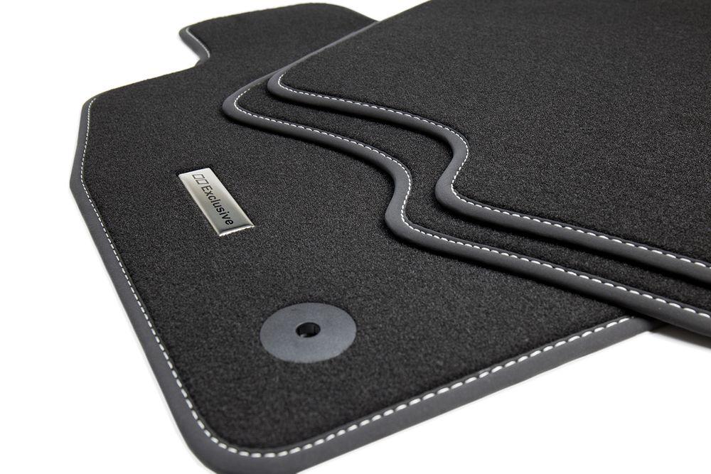 tapis de sol pour voiture et logo en acier inoxydable pour bmw s rie 1 e87 5 portes ann e 2004. Black Bedroom Furniture Sets. Home Design Ideas
