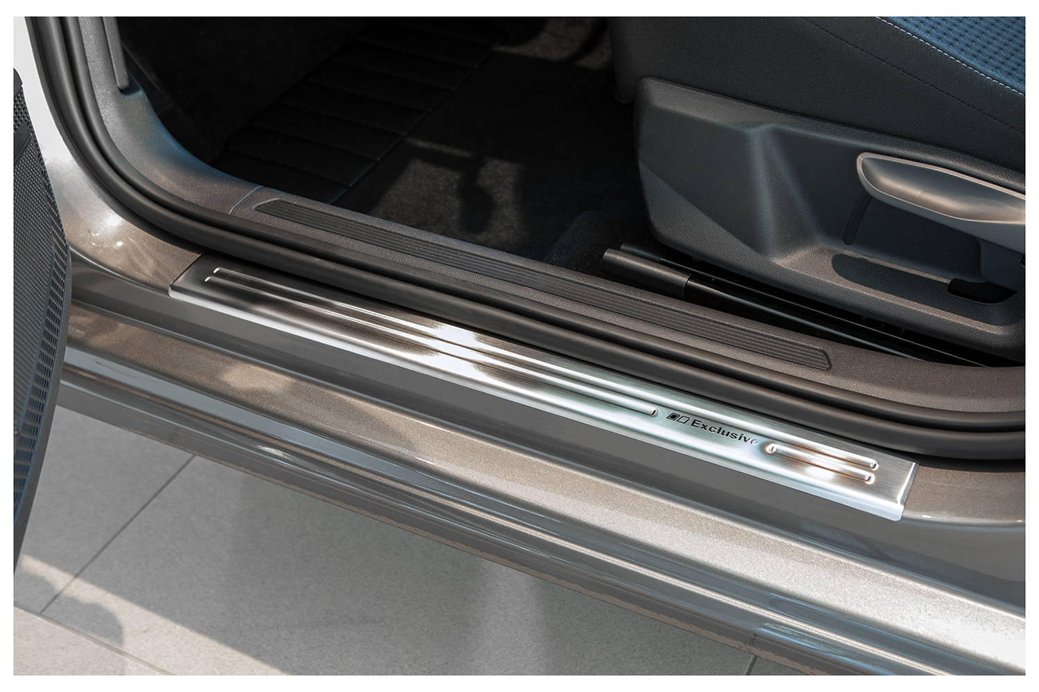Exclusive stainless steel entry sills fits for VW Passat 3G B8 2014-