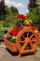 Blumentreppe, Blumenbank, Pflanztreppe 60cm Breite aus Holz, vollständig behandelt in braun 004