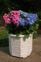 Pflanzkasten, Blumenkasten, Blumenkübel rund aus massivem Holz, für den Garten 001