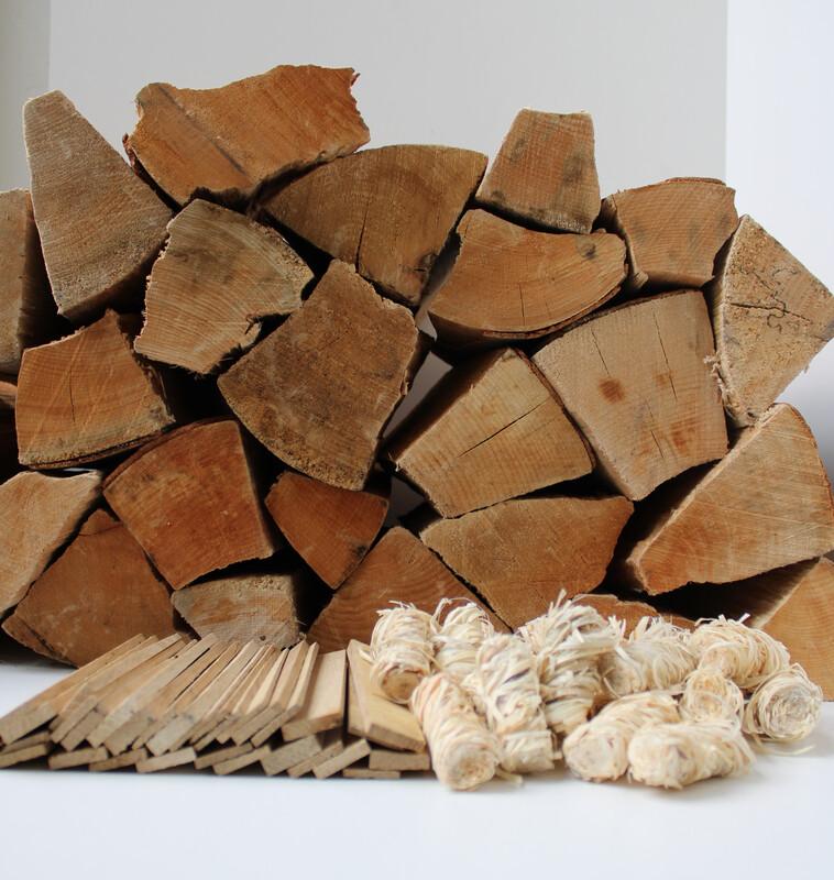 Brennholz Sorglospaket mit 30 Holzwolle-Anzündern und 8 kg Anfeuerholz