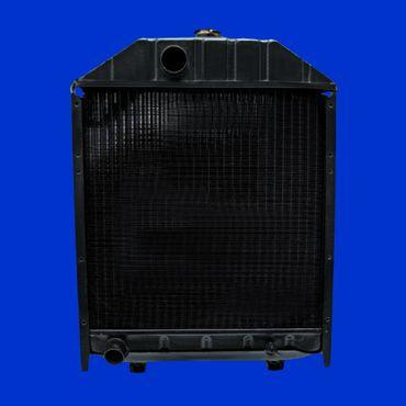 Kühler, Wasserkühler für Massey Ferguson aus Italien 100 + 200 Serie 1824627M93 *