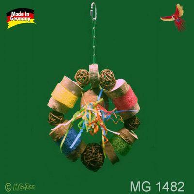 Papageien Schredder Ring mit Weidenbällen 5 und 8 cm , Luffa Kürbis und Naturholzscheiben ca. 40 cm lang ca. 28 cm breit