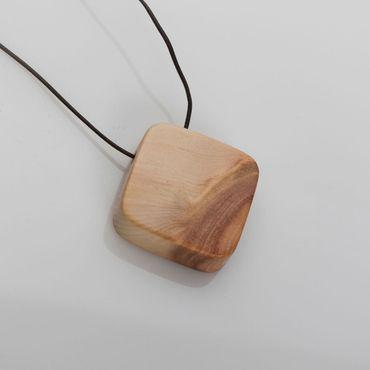 Ananti Vita Chip Trinity Amulett Square | Bioresonanz Holzschmuck Zirbe