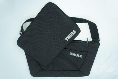 Thule Crossover Messengertasche für Apple MacBook Pro bis 38,1 cm (15 Zoll) inkl. herausnehmbarem Notebook-Sleeve schwarz - THTSB115 – Bild 4