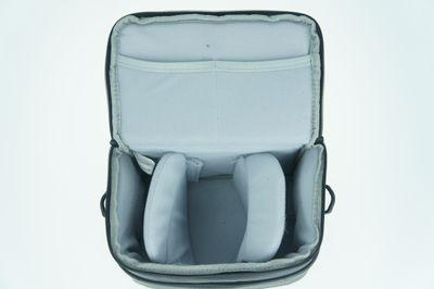 RIVACASE DSLR-Schultertasche Leder- Hochwertige Kameratasche mit mit Anti-Rutsch-Schultergurt und Frontklappenverschluss - Schwarz - RIV7613 – Bild 3