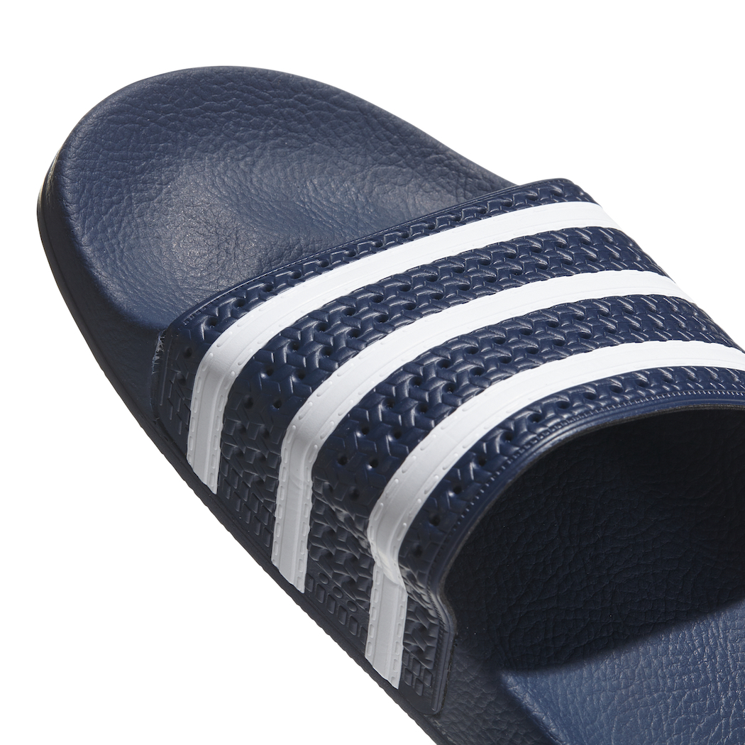 adidas originals adilette slipper badelatschen herren blau. Black Bedroom Furniture Sets. Home Design Ideas