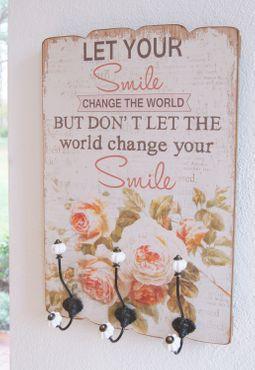 """Wandgarderobe """"Smile"""" im beigen Shabby Chic und mit drei Haken im Landhausstil – Bild 1"""