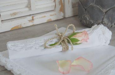 Charmante Serviette aus Baumwolle mit Spitze im antique shabby chic Stil – Bild 2