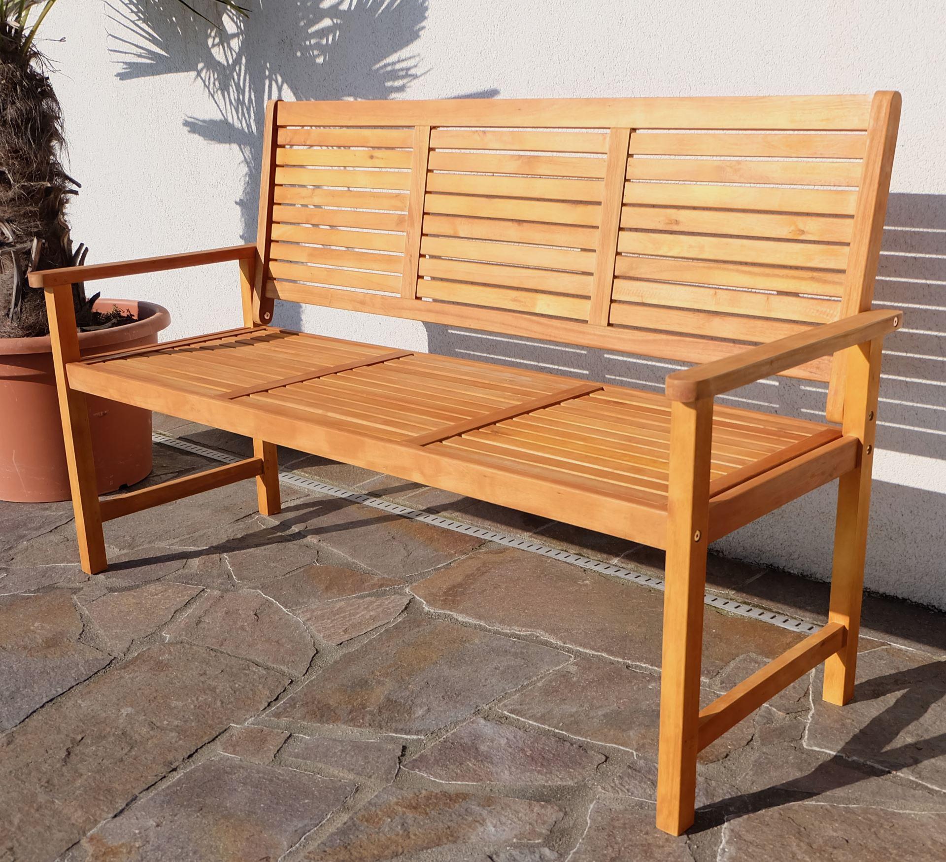 Gartenbank teak design  Design 3-Sitzer Gartenbank SARIA aus Eukalyptus wie Teak Alles für ...