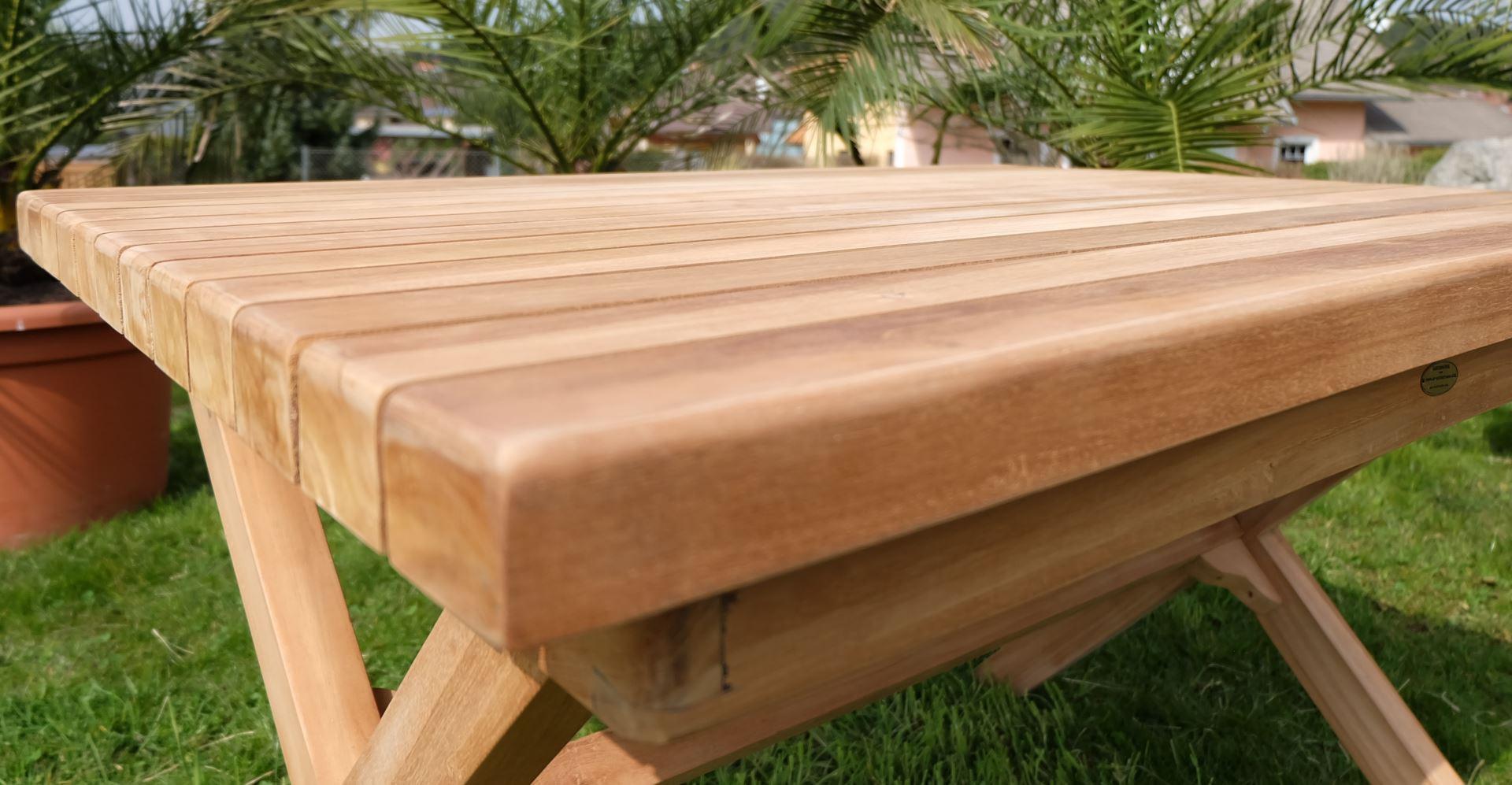Wunderbar Rustikale Gartenmöbel Aus Holz Bilder - Die besten ...