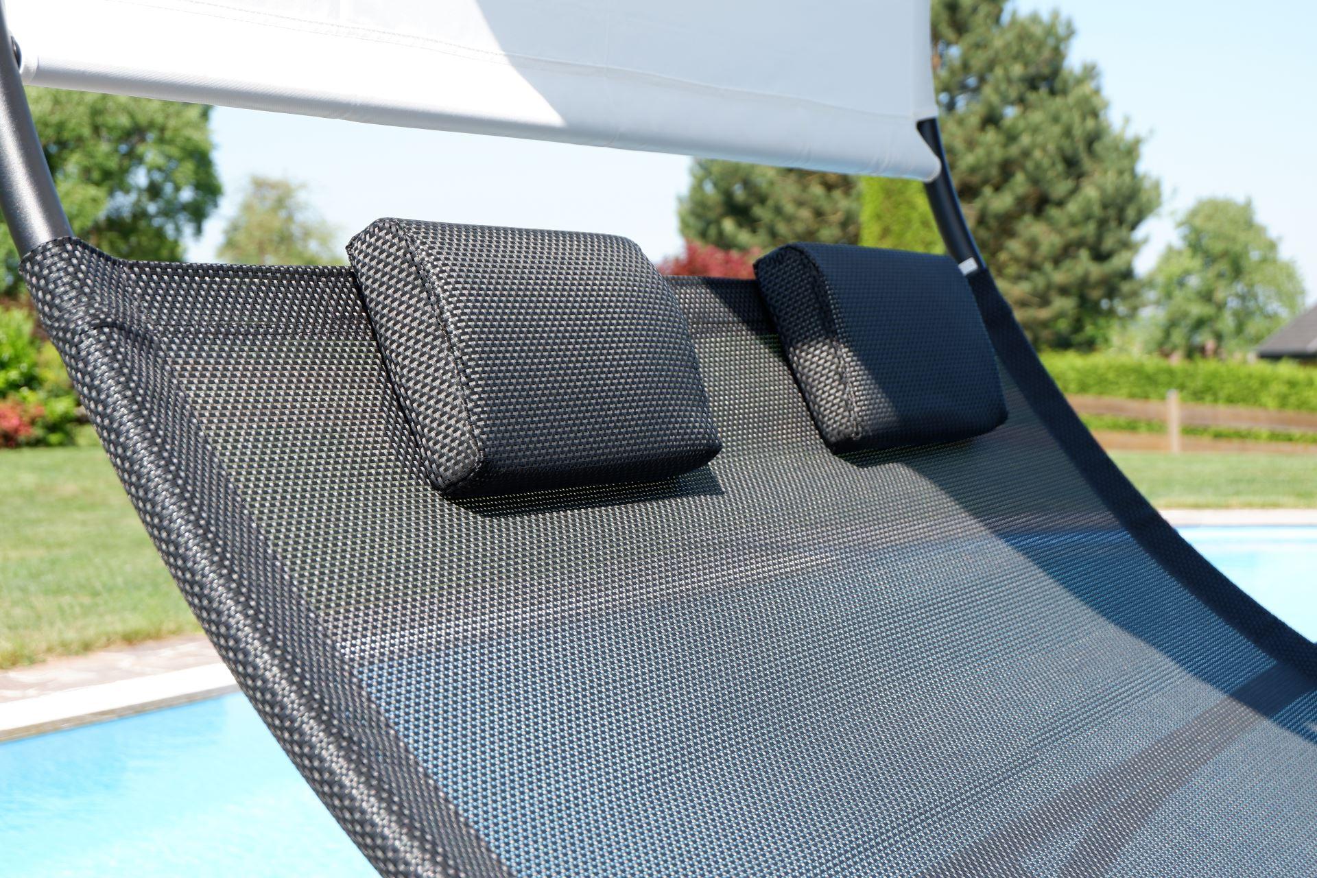 doppel schaukelliege sonnenliege aus atmungsaktivem kunststoffgewebe mit kopfpolster und dach. Black Bedroom Furniture Sets. Home Design Ideas