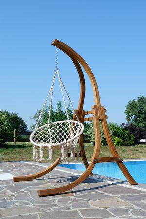 Hängesessel mit Gestell aus Holz Lärche Modell: CAT-CRUZ komplett mit Stoffsessel – Bild 4