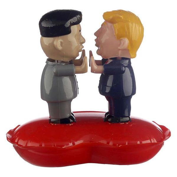 Wackelfigur Trump & Kim Jong Un in Love, solarbetrieben