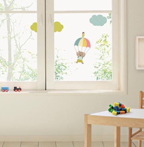 Kinder Fenstersticker Bär mit Fallschirm