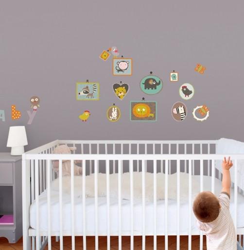 Kinder Wandtattoo Baby mit Tierportraits