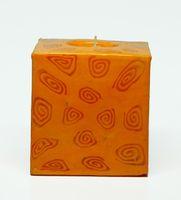 Swazi Kerze Orange Spiral quadratisch 001