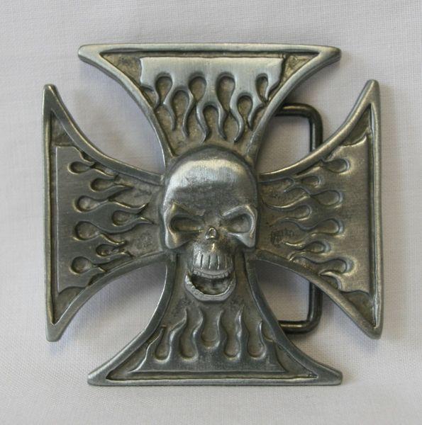 Gürtel Totenkopf Kreuz altsilber – Bild 2
