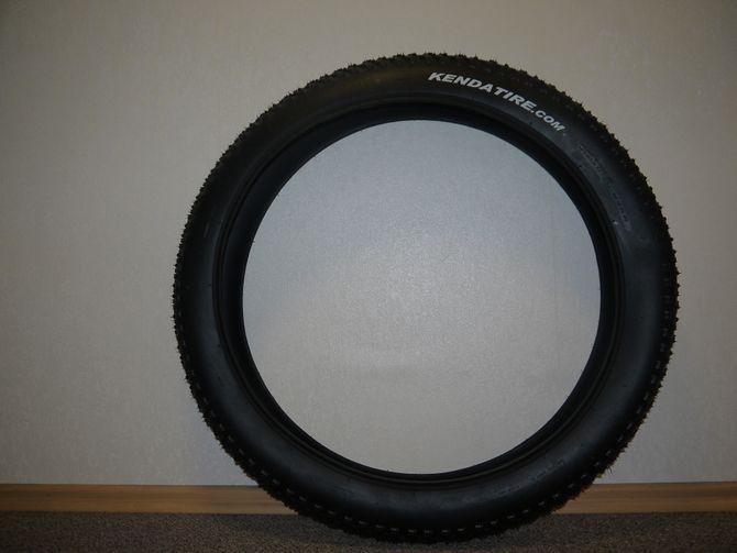Fatbike Reifen Kenda Juggernaut 26x4 Zoll ( 100/90-22 ) 24b Fat Fahrradreifen