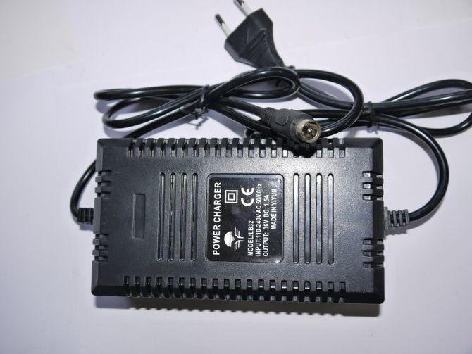 Ladegerät 36 Volt 1,6 A - 1-polig Stecker für Elektrischen Roller - E-Scooter 500W / 800 W / 1000W