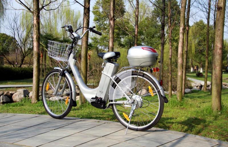 "Elektrofahrrad ""City Bike 250W"" mit Tragekorb u. Topcase – Bild 3"