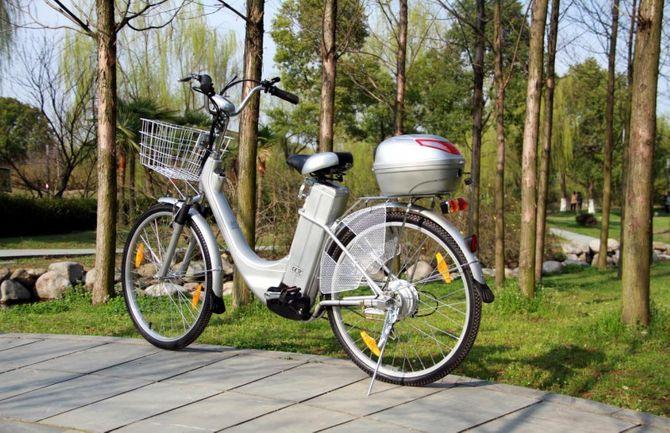"Elektrofahrrad ""City Bike 250W"" mit Tragekorb u. Topcase"