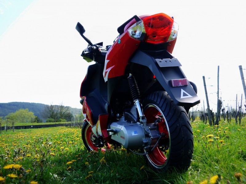 Benero GT-50 Supersport 2 Takt Motorroller - RED - Power Scooter – Bild 6