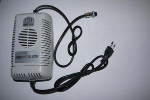 Ladegerät 48 Volt  2,5A  3-polig Buchse für 1000 Watt / 48V Elektro Kinderquad