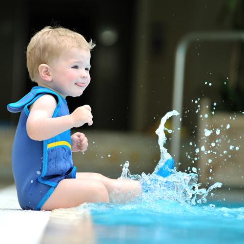 [Paket] Lampiphant® + Konfidence Babywarma, Schwimm-Anzug mit Plitsch-Platsch-Fibel