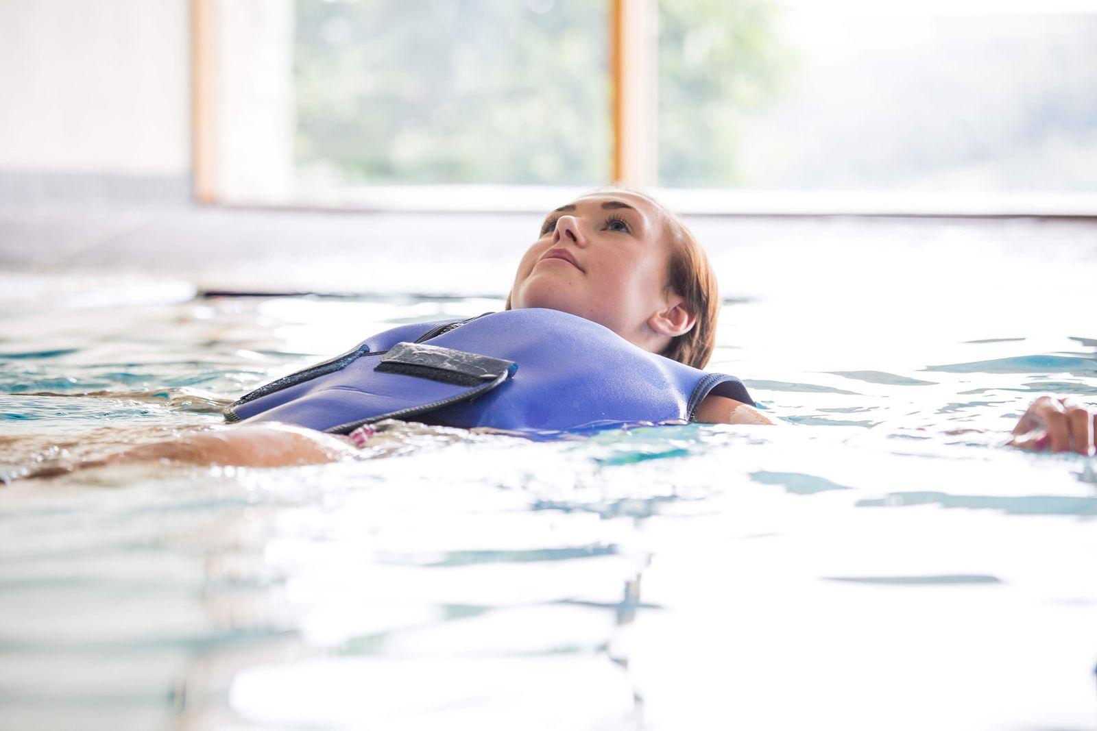 Konfidence Schwimmweste, Schwimmhilfe für Erwachsene mit umfangreichem Schwimmratgeber – Bild 7