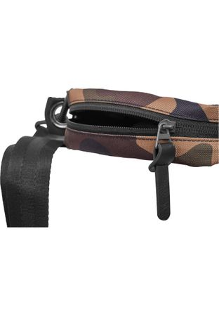Urban Classics Small Crossbody Bag in wood-camo – Bild 4
