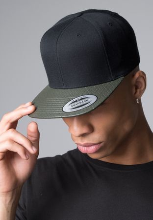Flexfit Perforated Visor Snapback Cap in 2 Farben – Bild 7