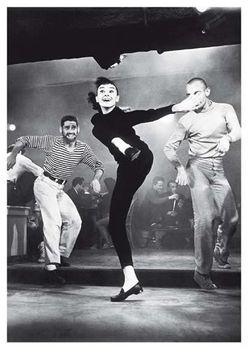 Postkarte A6 +++ SCHWARZ-WEISS +++ AUDREY HEPBURN DANCING