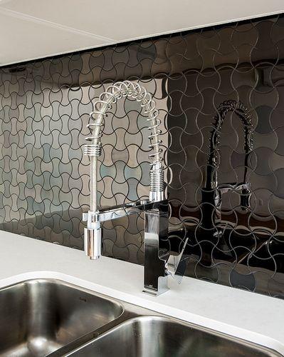 Azulejo mosaico de metal sólido Acero inoxidable pulido espejo gris 1,6 mm de grosor ALLOY Infinit-S-S-M diseñado por Karim Rashid 0,91 m2 – Imagen 4
