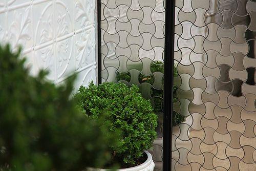 Azulejo mosaico de metal sólido Acero inoxidable Marine cepillado gris 1,6 mm de grosor ALLOY Infinit-S-S-MB diseñado por Karim Rashid 0,91 m2 – Imagen 5
