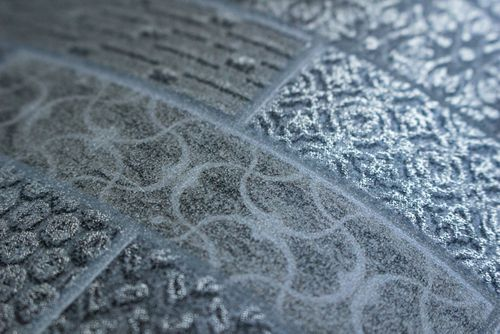 Empapelado estilo étnico Atlas ICO-5075-2 papel pintado no tejido liso con dibujo tipo azulejos efecto satinado gris plata marrón 7,035 m2 – Imagen 3