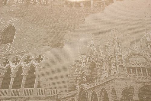 Papel pintado gráfico Atlas SIG-582-3 papel pintado no tejido texturado con motivos de la arquitectura y acentos metálicos marfil blanco-crema beige agrisado oro 5,33 m2 – Imagen 2