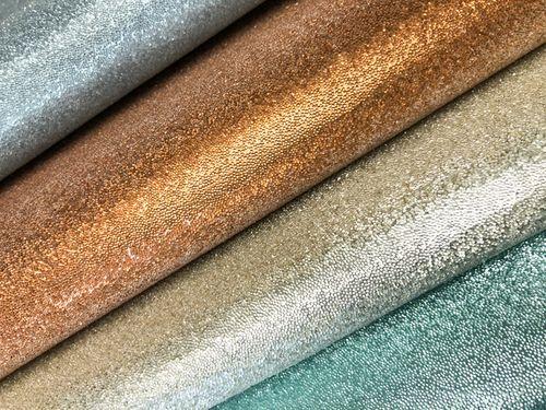 Revêtement mural en perles de verre de luxe WallFace CBS13-4 CRYSTAL papier peint non tissé uni fabriqué à la main avec des vraies perles de verre brillant brun-doré 9,80 m2 rouleau – Bild 3