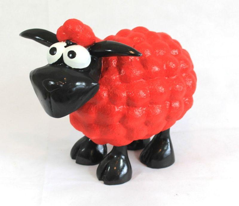 lustiges deko schaf molly f r den garten rot tierfiguren schafe und ziegen. Black Bedroom Furniture Sets. Home Design Ideas